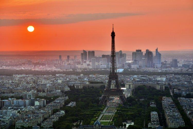 Paris_EiffelTower1